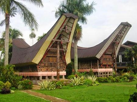 Rumah Adat Provinsi Sulawesi Barat ( Rumah Tongkonan )