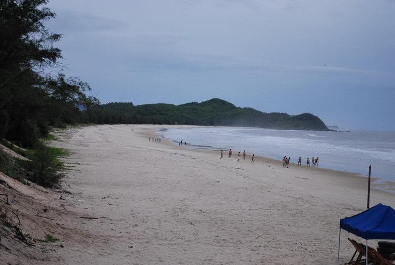 Bãi biển Sơn Hào ở đảo Quan Lạn