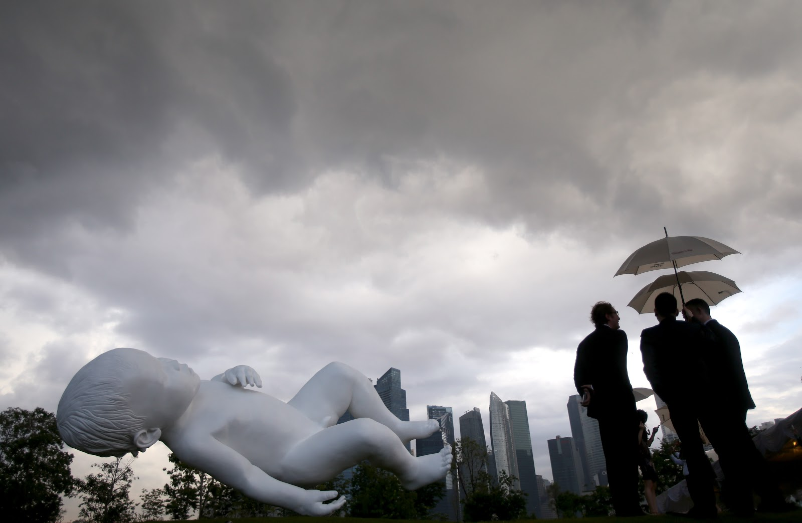 Garden By The Bay Baby marc quinn's sculpture of a giant baby unveiled at gardensthe