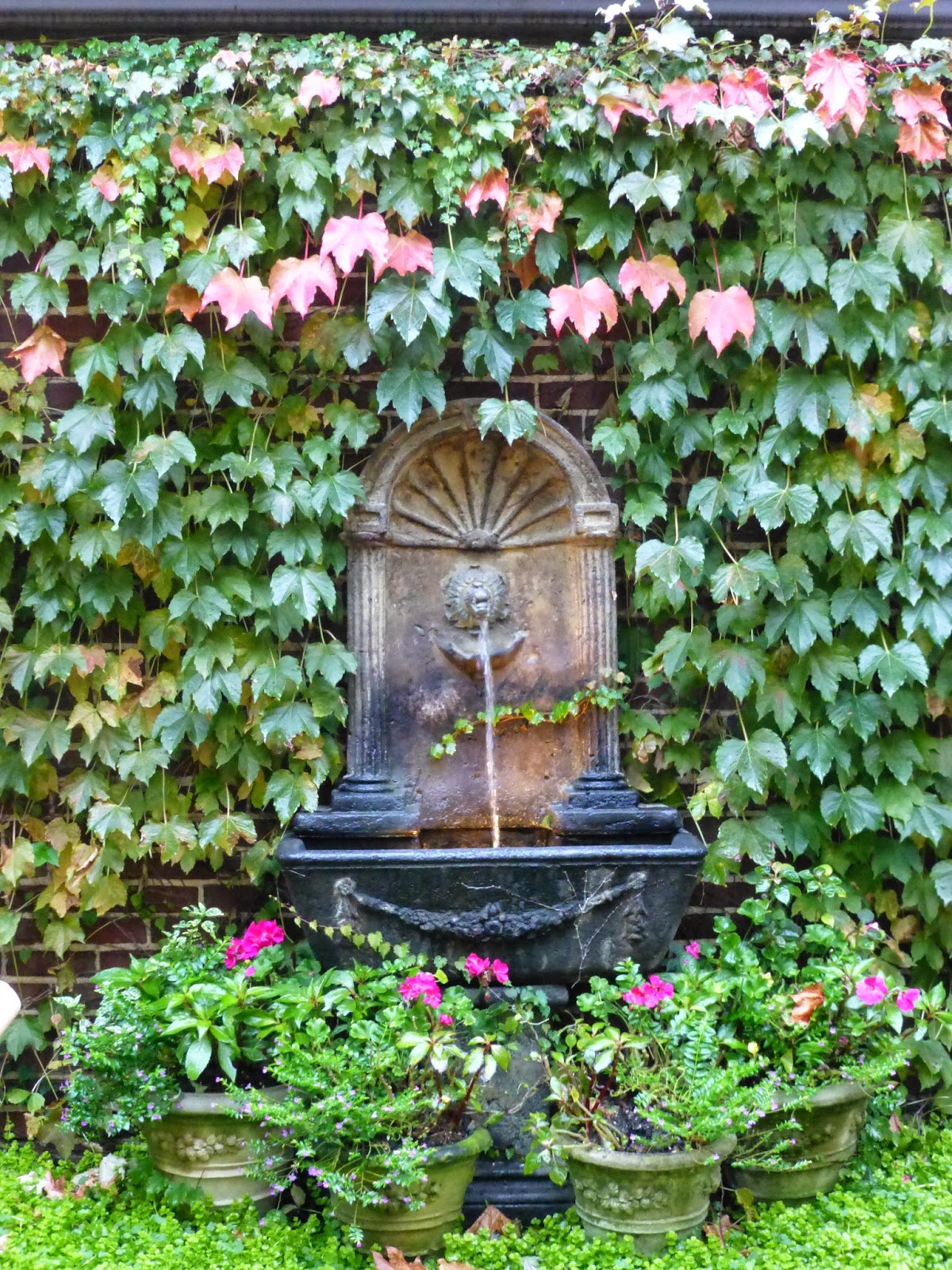 Romancing the home comfortable outdoor living in chicago for Outdoor wall fountains