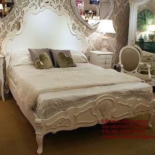 Mebel ukiran jepara mebel ukir jepara mebel jati jepara tempat tidur ukiran jati jepara jual mebel jepara classic antique french duco Jati code Dipan jati115