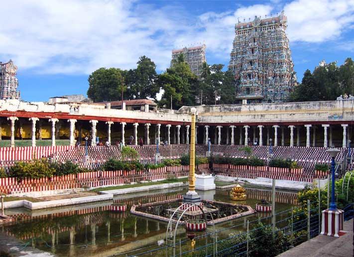Pool in Madhura Meenakshi - Temple