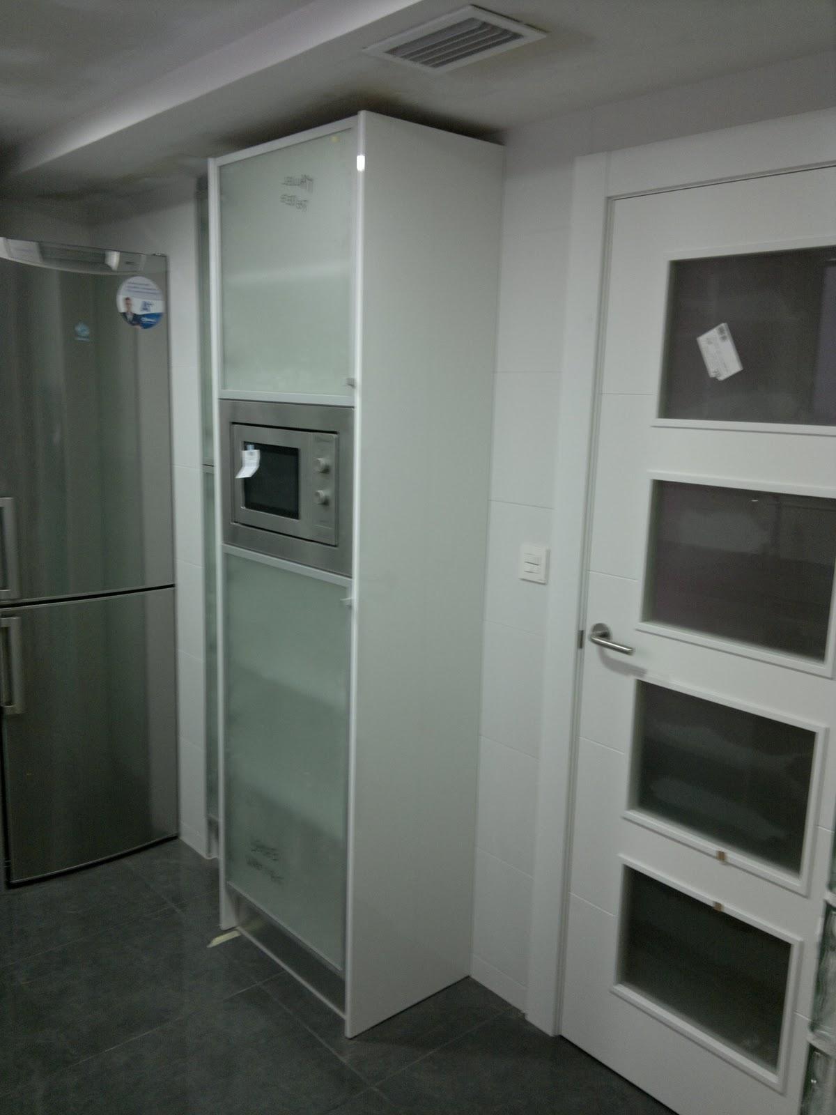 Ebanisteria carpinteria manuel perez zaragoza cocina for Muebles de cocina con puertas de cristal