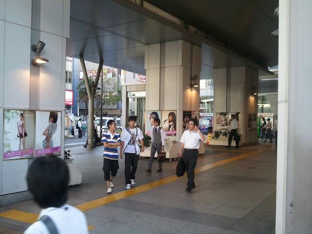 8月27日AKB48前田敦子あっちゃんの卒業式の日JR秋葉原駅昭和通り口の広告物ポスターその1