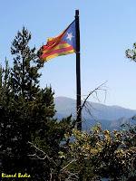 La senyera de la Roca Tiraval. Autor: Ricard Badia