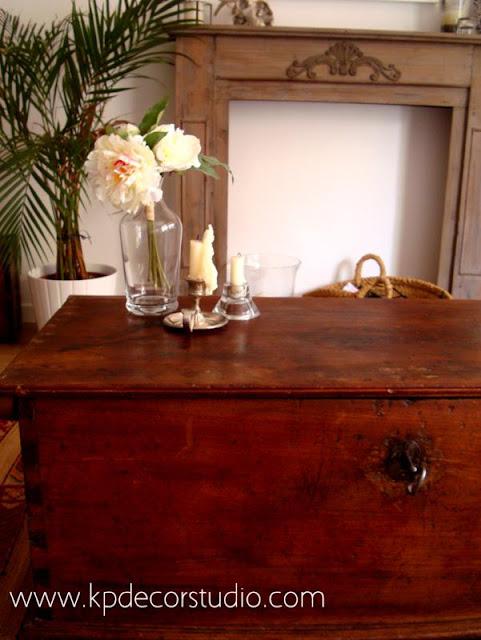 Comprar baúl antiguo de madera para mesa de centro en el salón