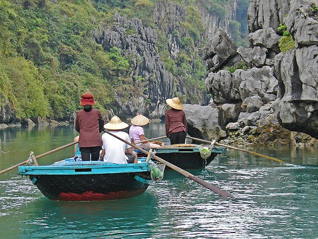 Village flottant de la baie d'Along