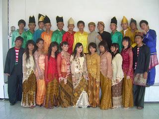 Busana Baju Tradisional Indonesia