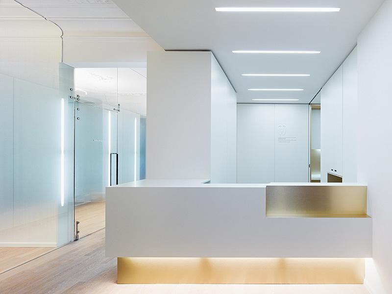 Marzua cl nica dental en un edificio hist rico proyectada por ippolito fleitz group - Clinica dental moderna ...