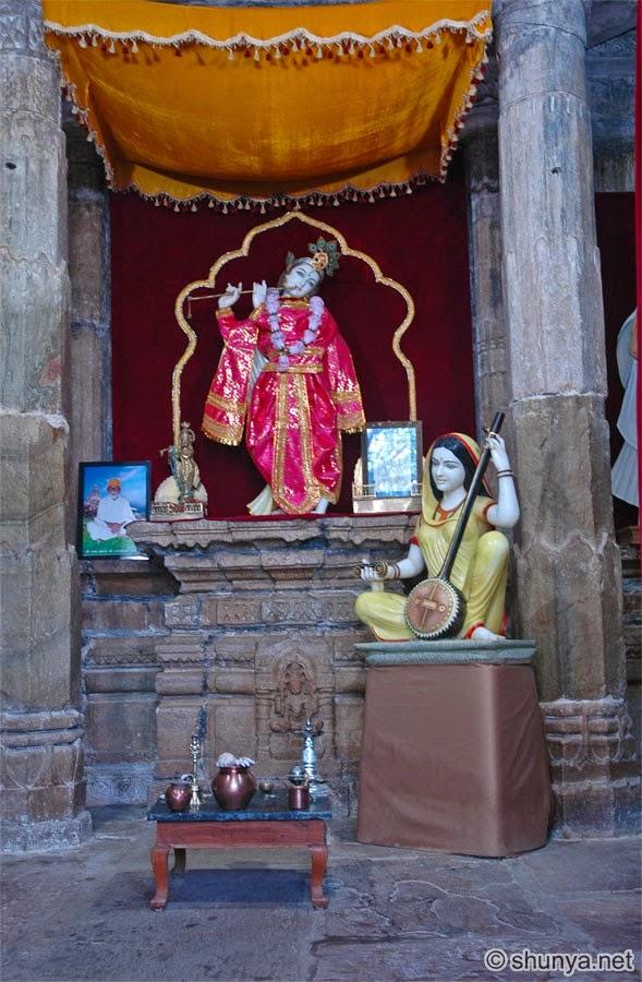 Beautifull deities of Krishna and Meera