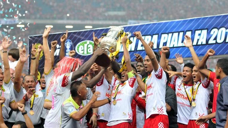Skuad The Red Warriors , Kelantan berjaya menjadi Juara Piala FA 2013