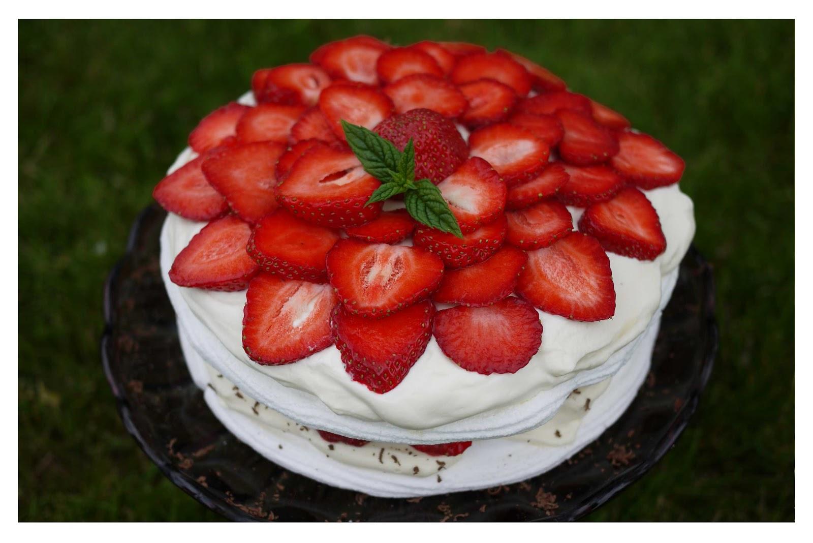 Bildresultat för marängtårta med jordgubbar