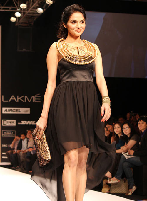 Madhoo for Malini Agarwalla1 -  Bollywood celebs at Lakme Fashion Week 2012