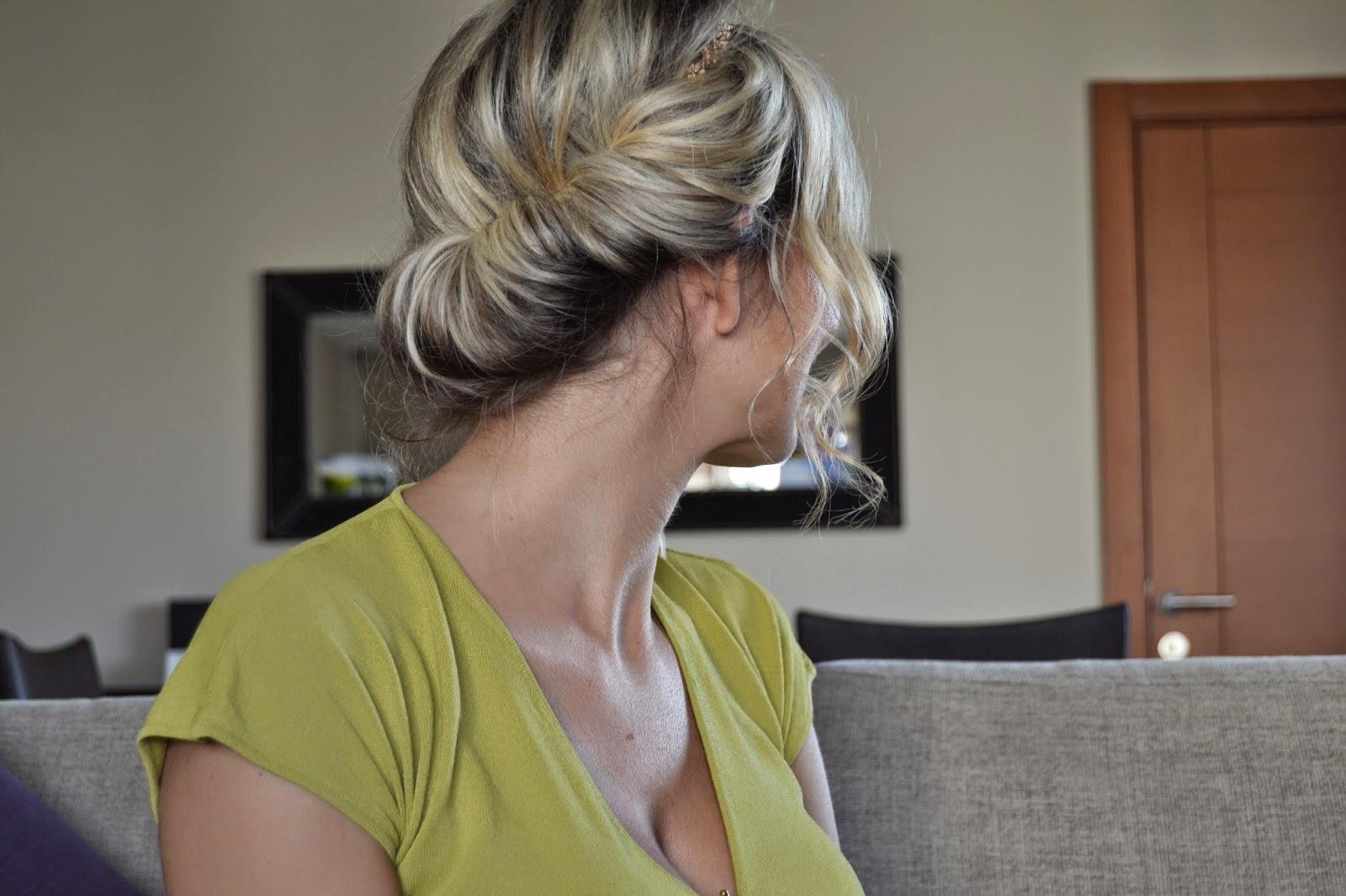 kolay topuz modeli - saç modeli - saç bakımı - güzellik bloğu - makyaj bloğu - turkish blogger - değişik saç modelleri - kozmetik bloğu - avon krepe tarağı - topuz