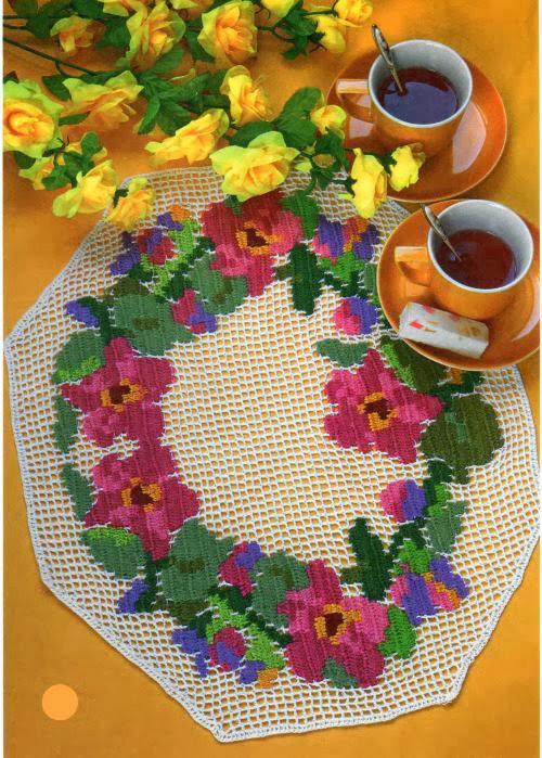 Toalhinha em crochê filé com flores coloridas