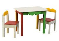 Set tavolino colorato con sedie in legno
