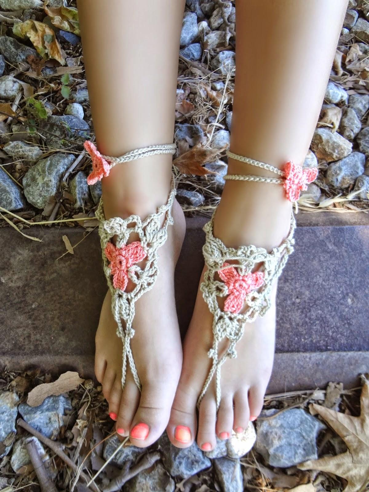 http://thelittletreasures.blogspot.gr/2014/07/crochet-flower-anklet-pdf-pattern.html