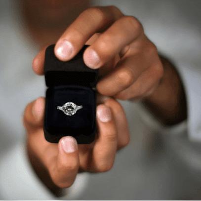 Hediyelerle sürpriz evlilik teklifi