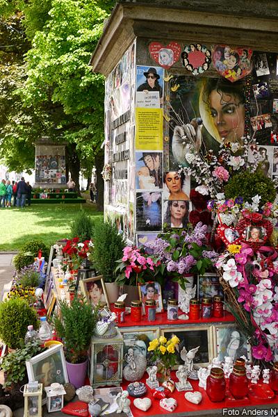 Michael Jackson, monument, staty, shrine, memorial, fans, death, död, münchen, munich