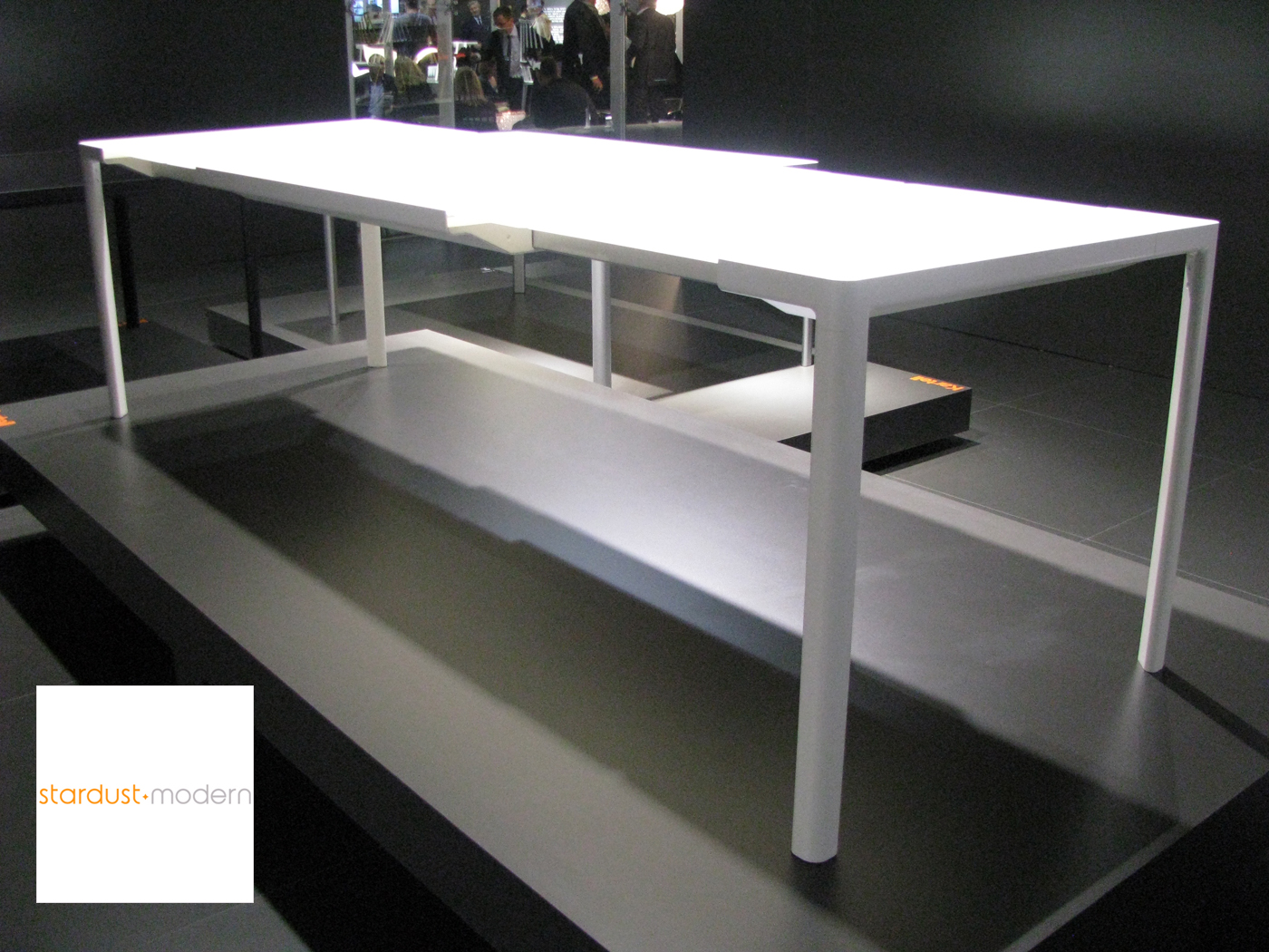 Zooom extending modern kartell dining table white for Table kartell