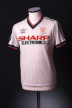 1982-84 Manchester United Away Shirt