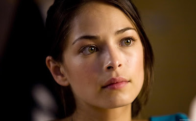 Kristin Kreuk Hollywood Top Actress Wallpaper