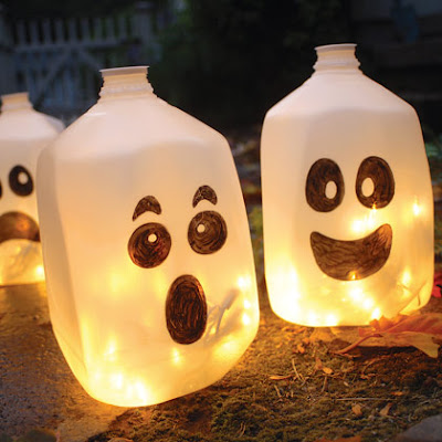 Fantasmas con botes de plástico