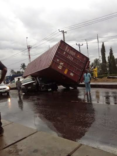 container fell trailer lagos