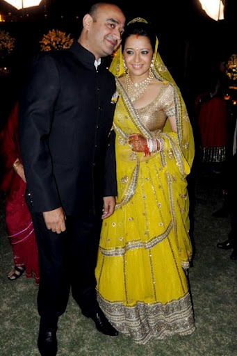 reema Sen yellow dress - reema Sen marriage reception pics