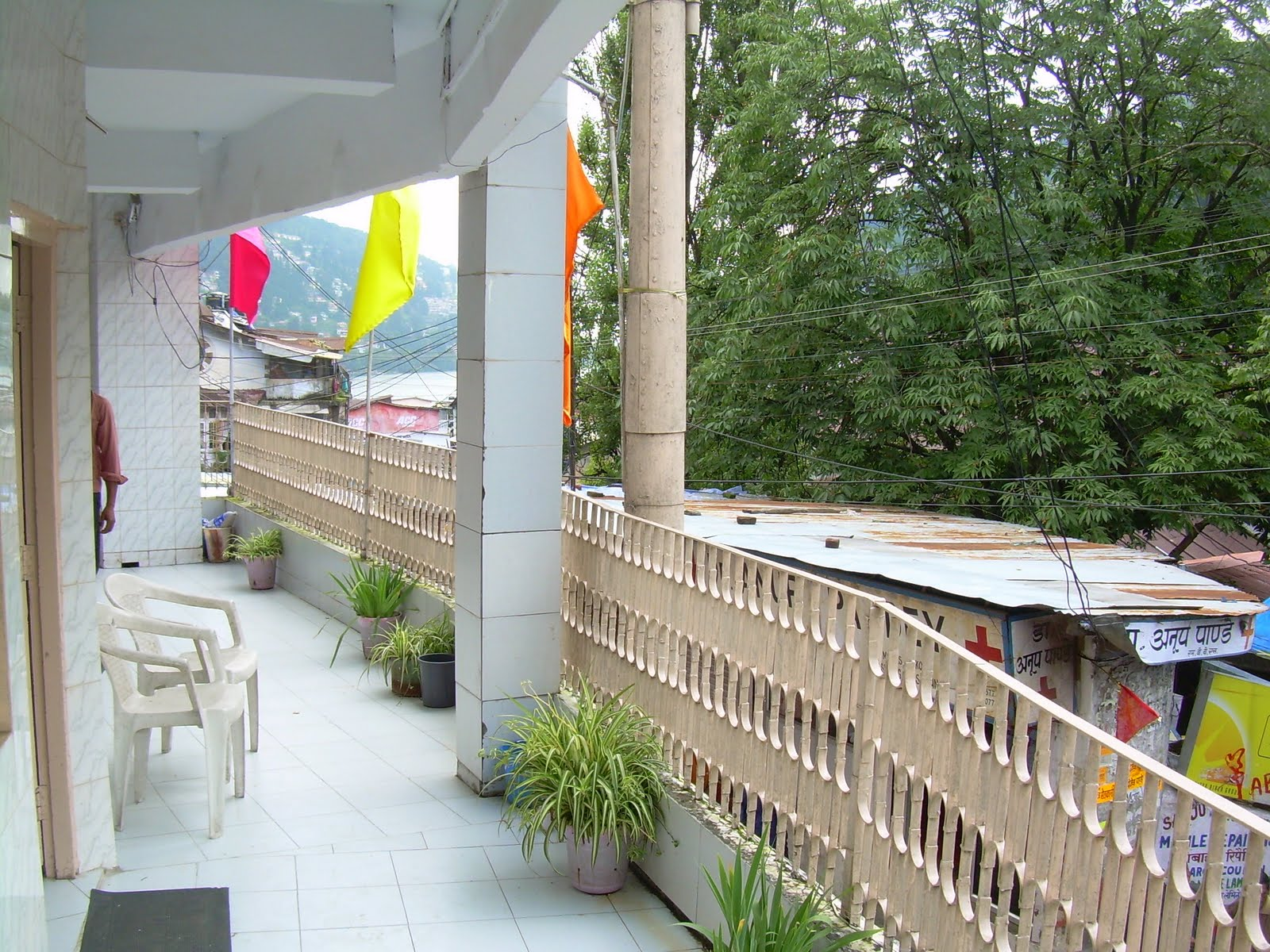 Kohli hotel nainital kohli hotel the mall mallital for Hotel the balcony