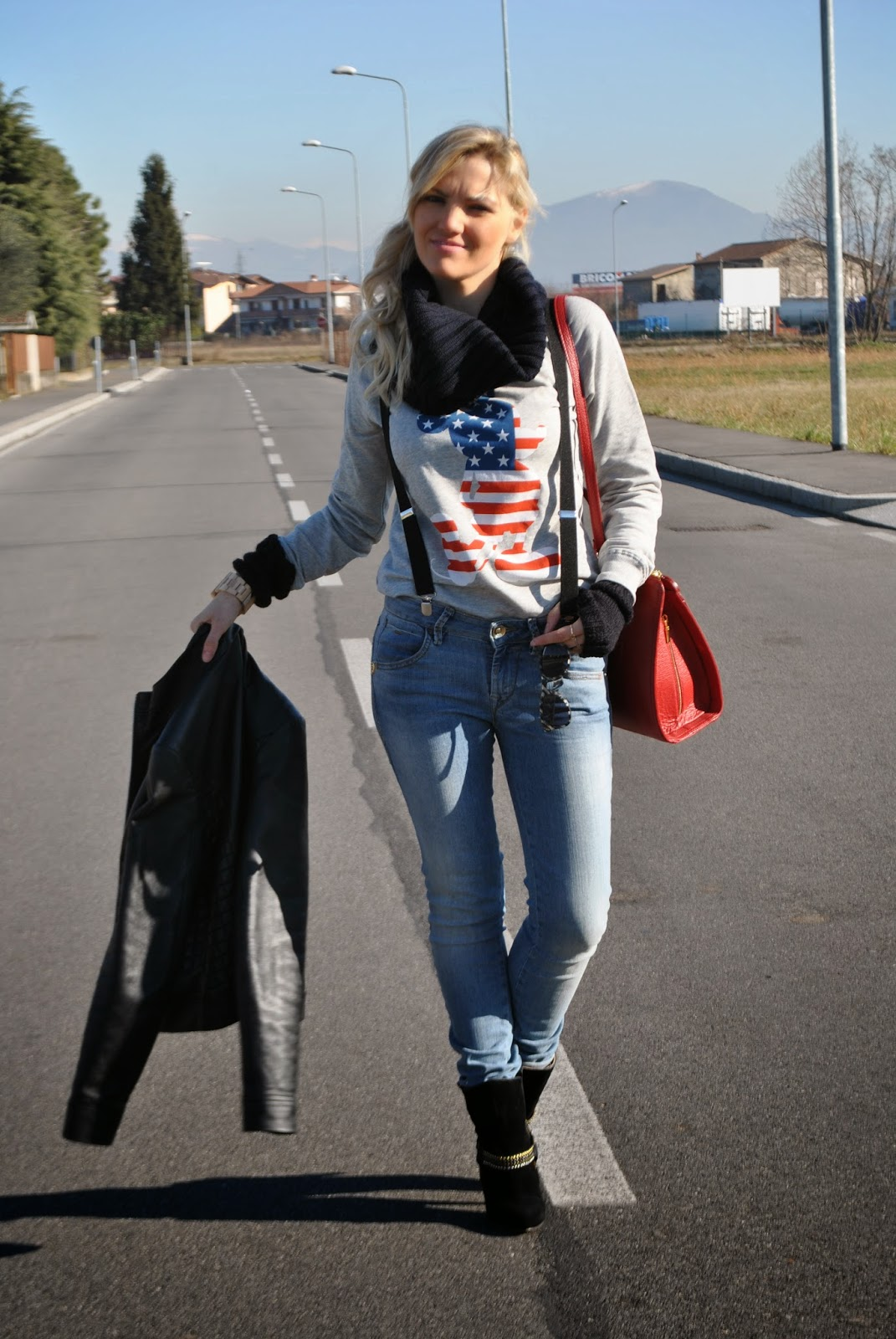 outfit jeans tacchi e giacca nera di pelle outfit felpa mickey mouse felpa topolino felpa mango jeans fornarina outfit jeans skinny outfit borsa rossa abbinamenti borsa rossa outfit jeans e tacchi come abbinare jeans e tacchi outfit invernali outfit febbraio 2015 outfit casual invernali mariafelicia magno colorblock by felym mariafelicia magno fashion blogger come abbinare la giacca in pelle nera abbinamenti felpa outfit scalda collo outfit borsa rossa outfit stivali buffalo orologio gufo italy orologio in legno winter outfits sweatshirt outfit how to wear sweatshirt skinny jeans how to wear skinny jeans how to wear red bag outfit red bag skinny jeans outfit red bag outfit mango sweatshirt mickey mouse sweatshirt buffalo boots how to wear jeans and heels casual winter outfits fashion bloggers italy italian fashion bloggers blonde hair blonde girls