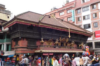 İndra Chok'ta Akash Bhairav Tapınağı