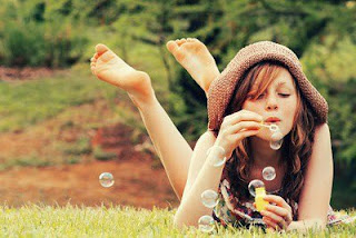 girl and water bubbles facebook DP