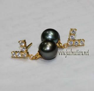 giwang emas mutiara air laut hitam
