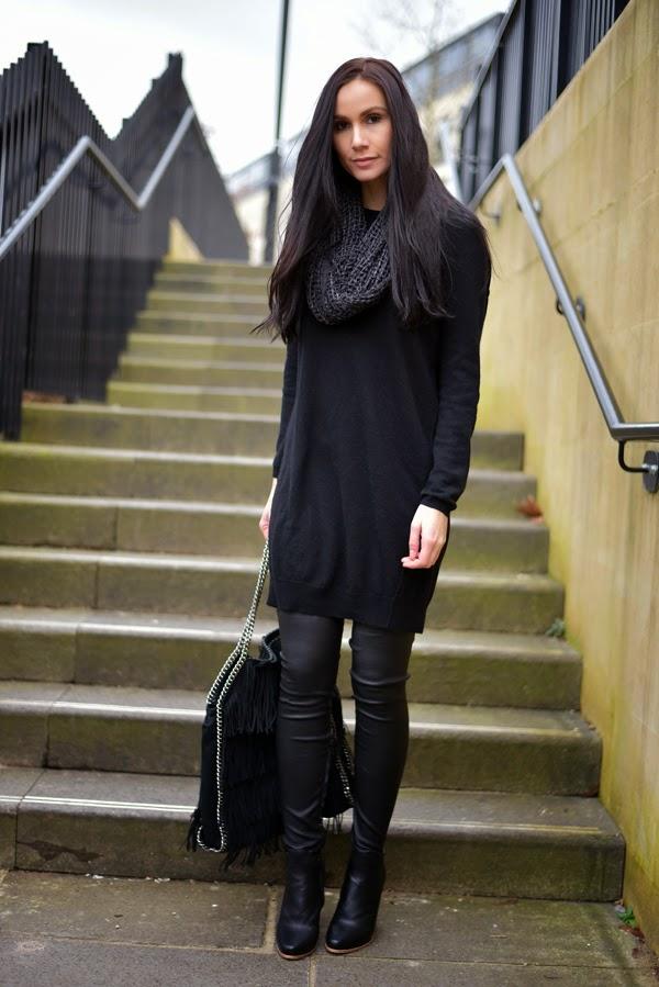 LamourDeJuliette_Black_Cashmere_Dress_Stella_McCartney_Falabella_FashionBlog_Overknee_Outfit_003