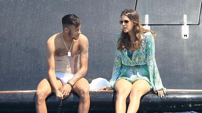NeymarJR masih mengenakan peralatan medis efek cedera, Bruna Marquezine di Ibiza