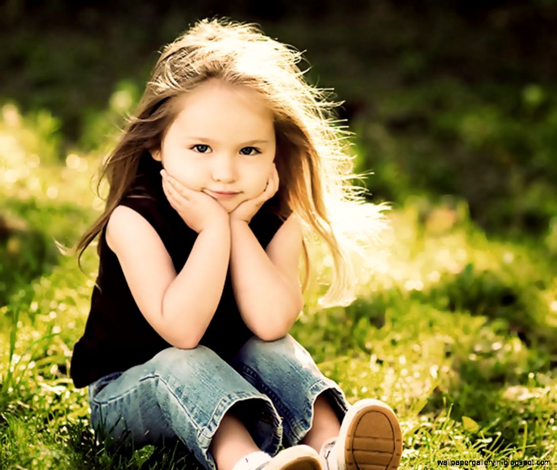 Sweet Girls Wallpaper: Cute Girl Look Up Wallpaper Kids