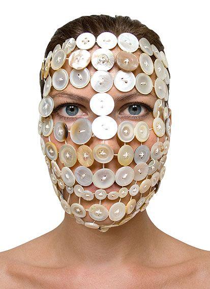 Barbora Bálková fotografia surreal máscaras Botões