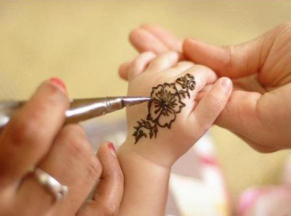 Mehndi For Small Girl : Latest mehndi designs cute babies