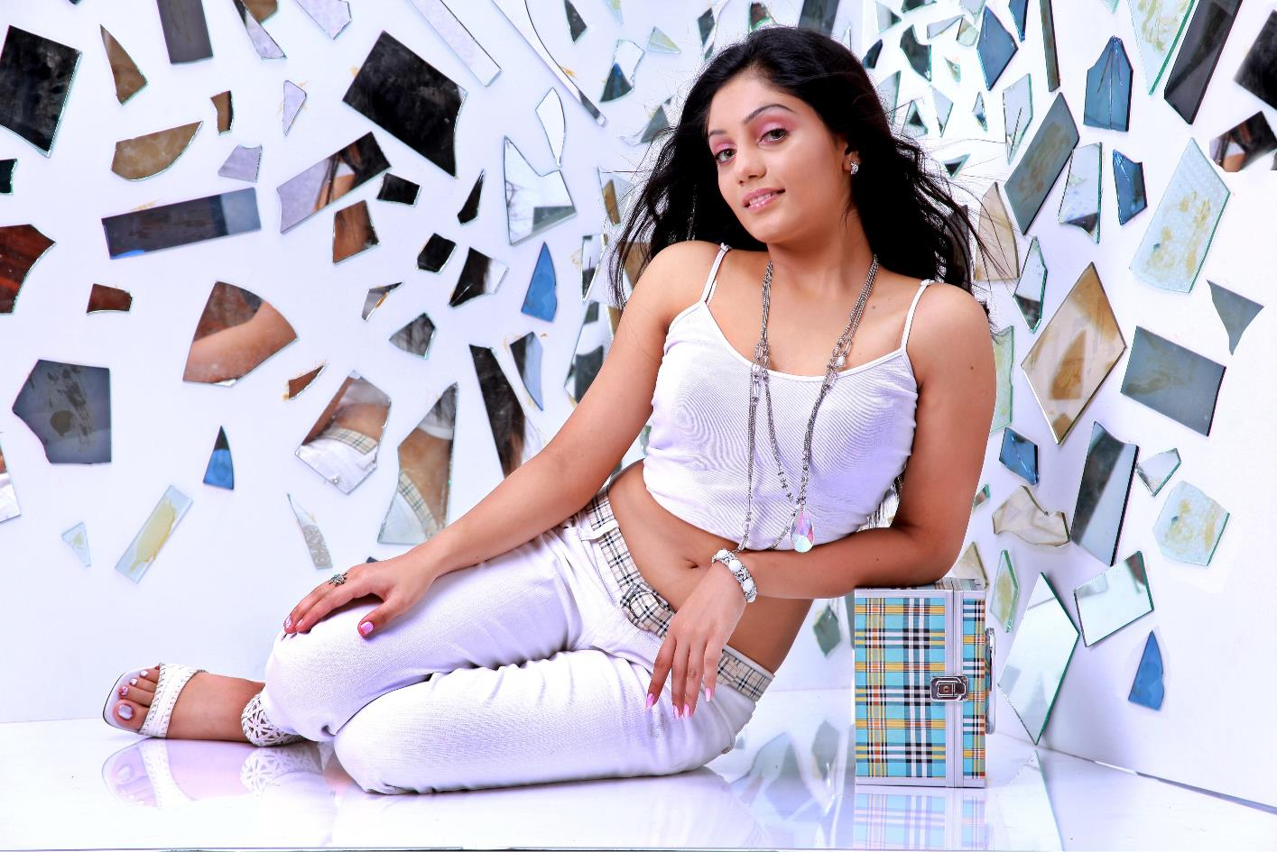 Arya Rohit Roped In For Honey Bee 2? - DesiMartini