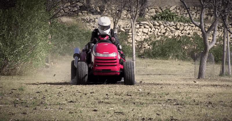 ホンダの世界最速の芝刈機がギネス世界記録