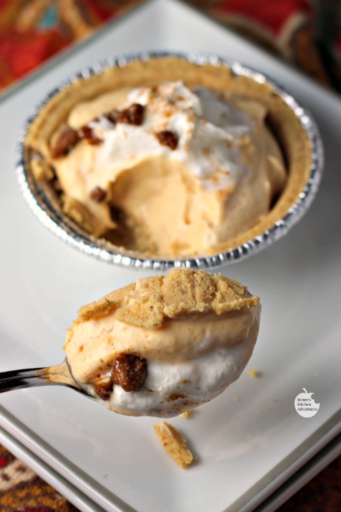 Mini Pumpkin Pecan No-Bake Cheesecakes | by Renee's Kitchen Adventures - easy dessert recipe for little pumpkin cheesecake #EffortlessPies ad