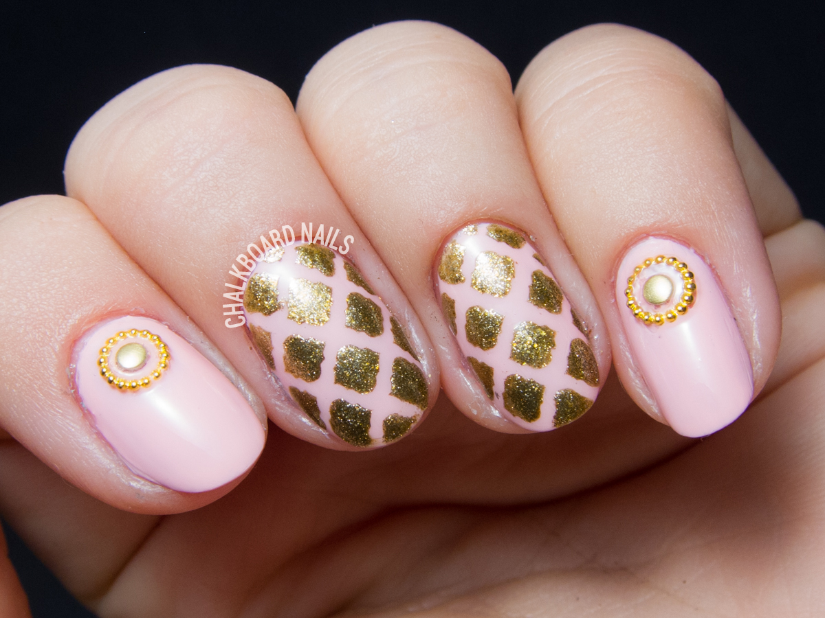 Pink and gold Rococo nails by @chalkboardnails