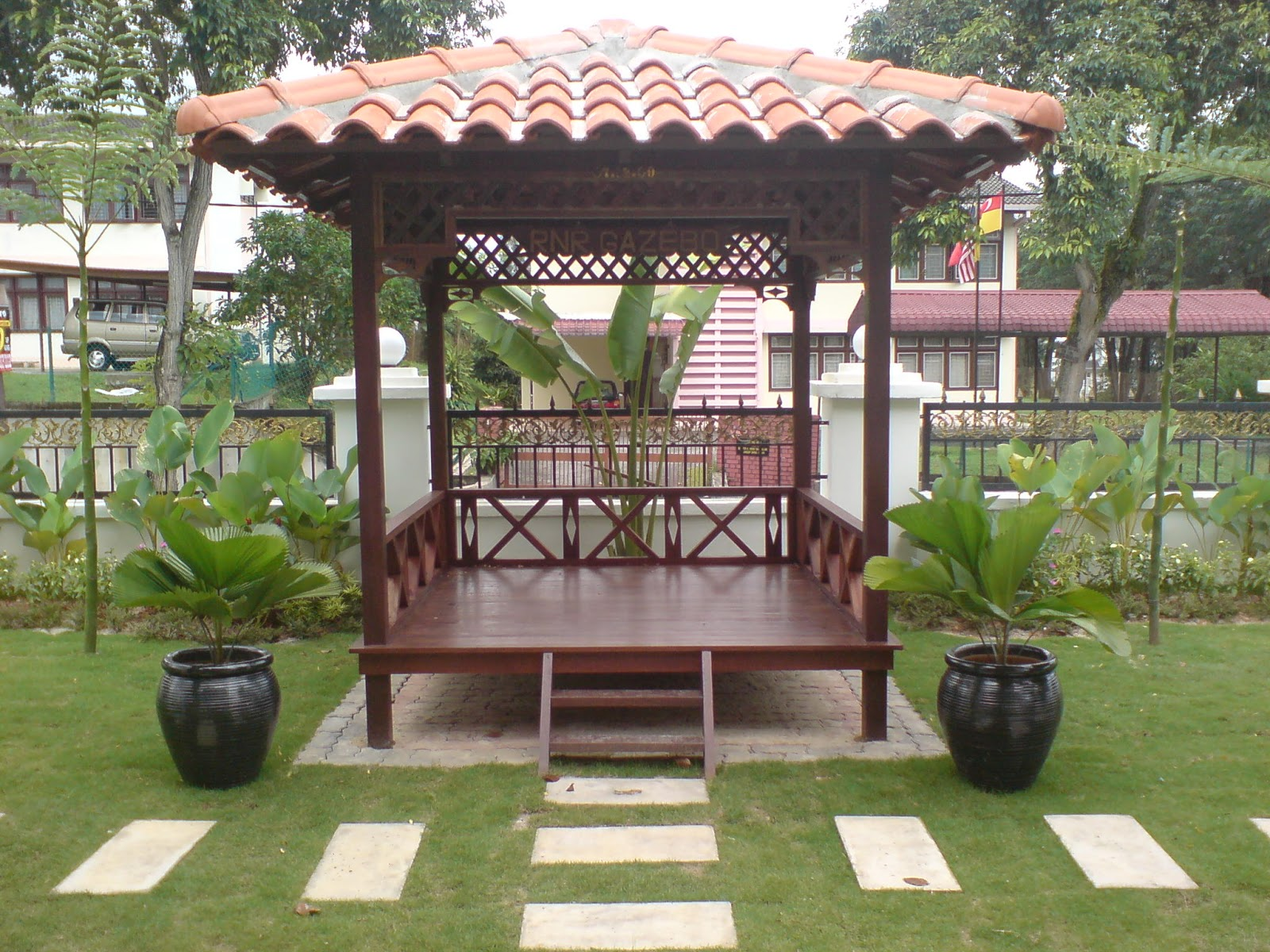 Galerry desain taman kolam dan gazebo