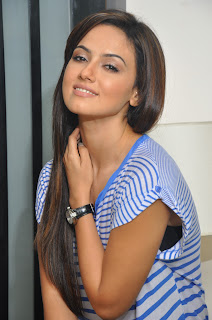 Sana Khan Looks lovely Spicy in a loose light blue Top Spicy Sana Khan