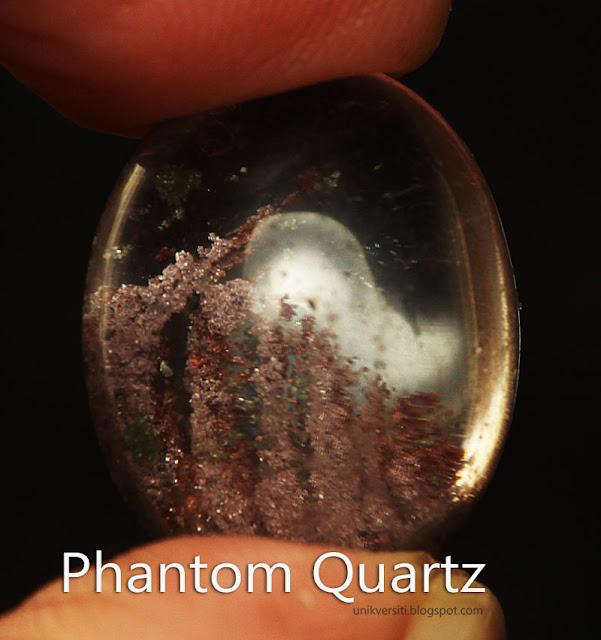 Batu permata Phantom Quartz atau Batu bukit