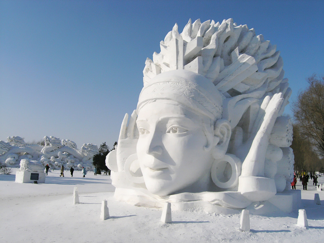 5.) Those are some huge earrings. - Amazing Ice Sculptures That Put Edward Scissorhands To Shame.