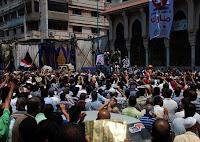 أنصار مرسى وشفيق يفقدون أعصابهم قبل جولة الإعادة ومشاجرات داخل المساجد