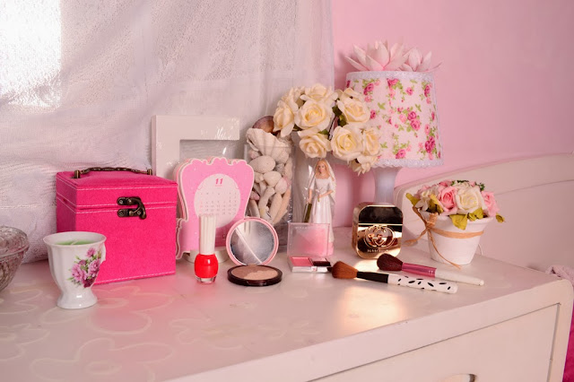 pink vintage room
