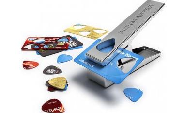 Un producto poco útil para la gran mayoría, pero muy original para los  amantes de la guitarra, los cuales podrán fabricar distintos diseños de  púas para